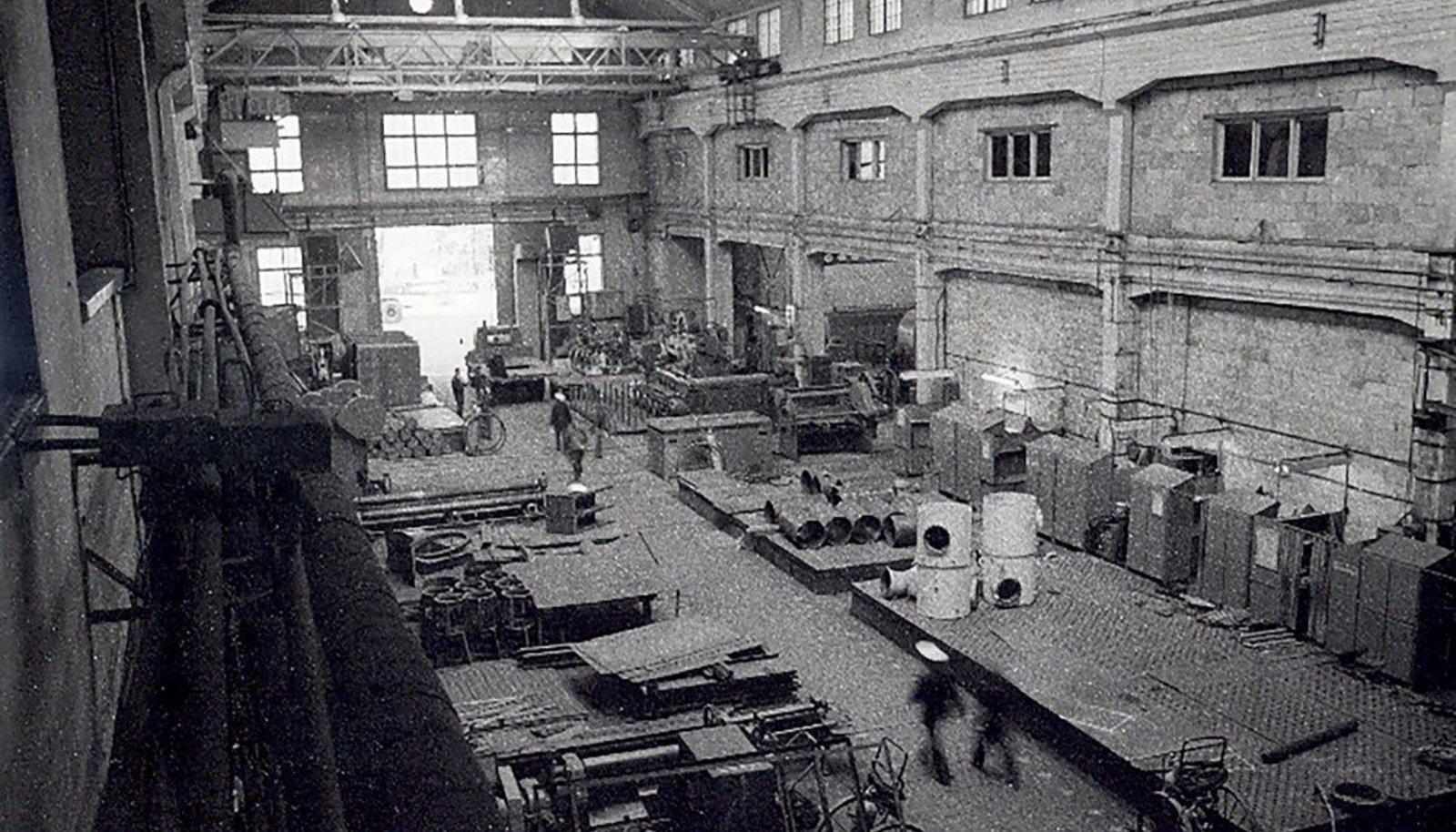 SAKSA NIMI EI SOBINUD: Esimese maailmasõja ajal nimetati Noblessner ümber Peetri Laevaehitustehaseks. Tehase tsehhi sisevaade.