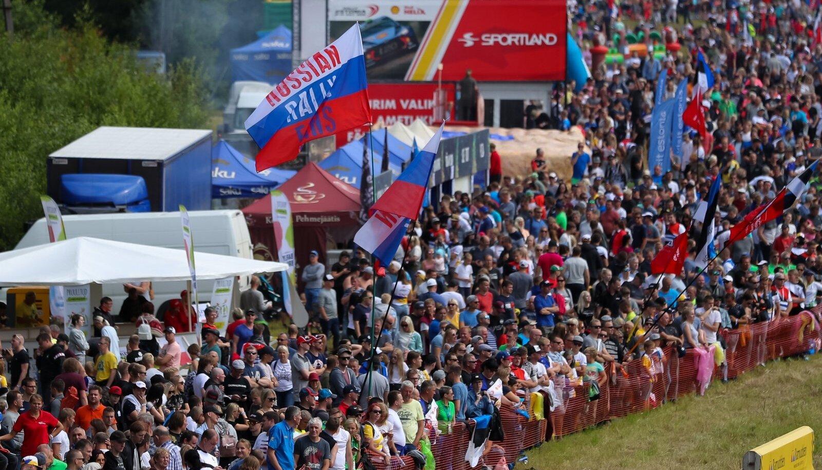 Suure egoga mehed sõidavad, kuid Rally Estonia ajal Alaküla trampliinile kogunev rahvamass jääb soovitud etenduseta.