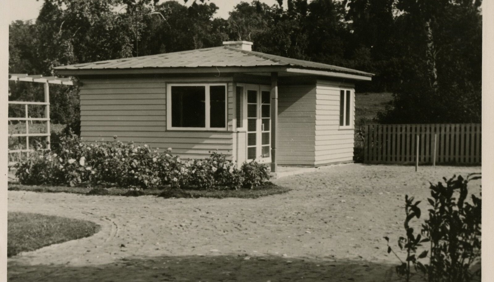 Tüüpmaja S-2 on 1957. aastal valminud kõige varasem suvilatüüp, mida massiliselt ehitati Mähele, Muugale, Laulasmaale ja mujale, sest muid projekte toona saada polnud.