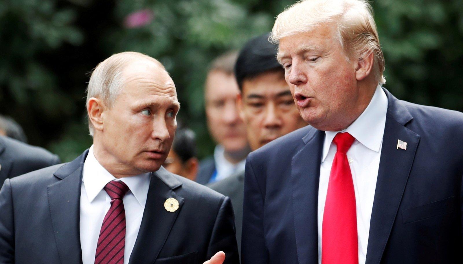 USA president Donald Trump ja Venemaa president Vladimir Putin vestlevad APEC-i tippkohtumise ajal Vietnamis Da Nangis 2017. aasta 11. novembril.