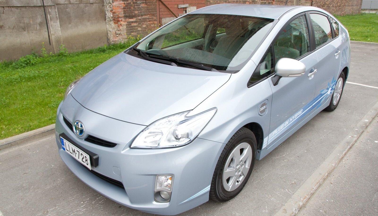 Toyota Pruis PHEV, pistiklaetav hübriid