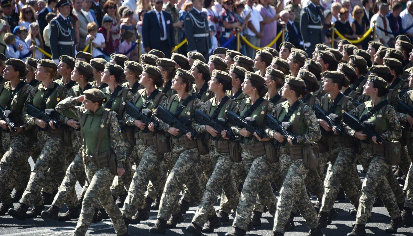 Ukraina armee naised Ukraina iseseisvuspäeva paraadil