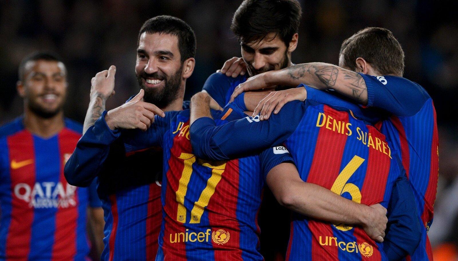 Barcelona mängijad järjekordset väravat tähistamas