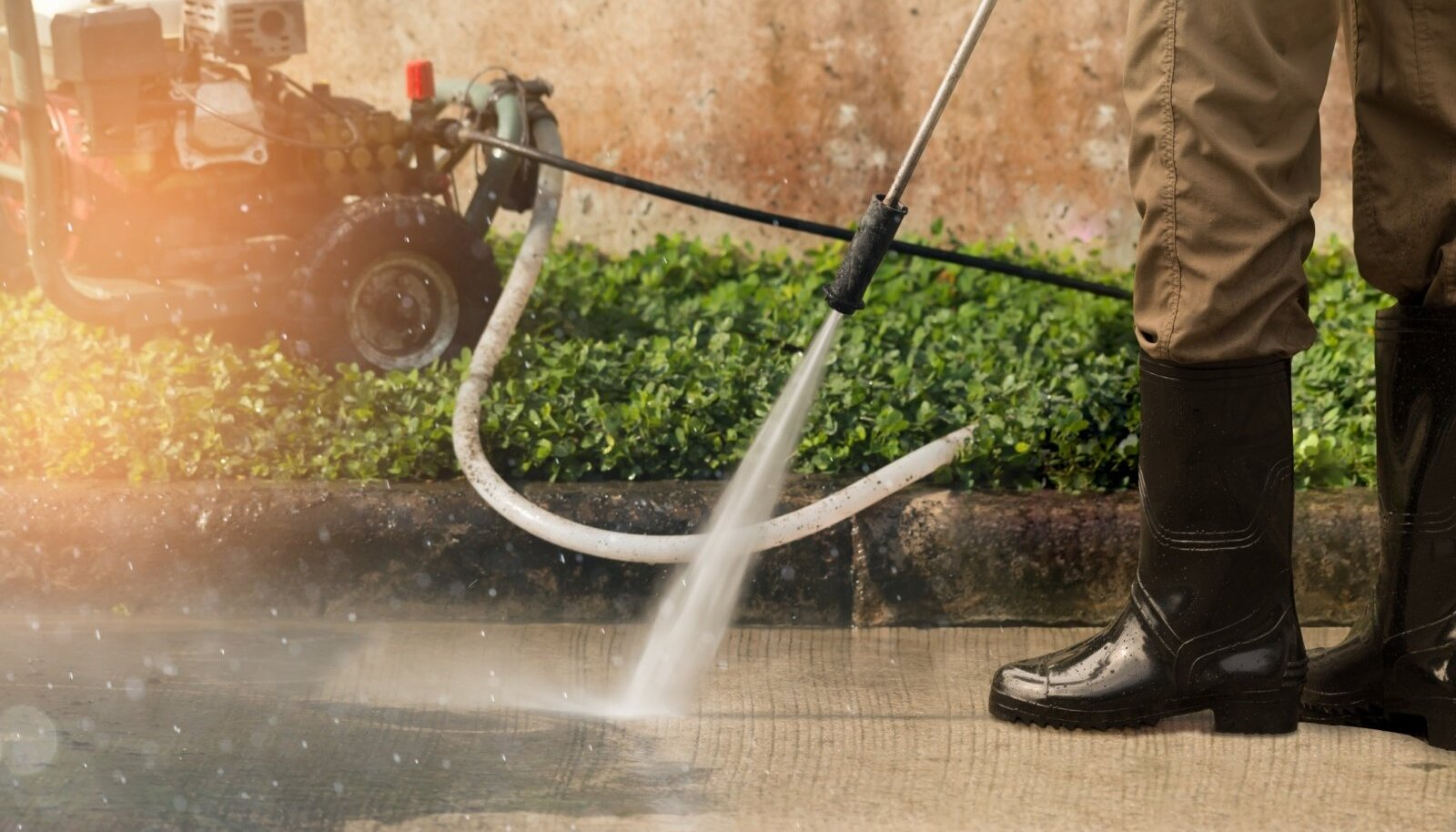 Survepesuriga saab puhtaks nii kõnniteed kui ka majaseinad.