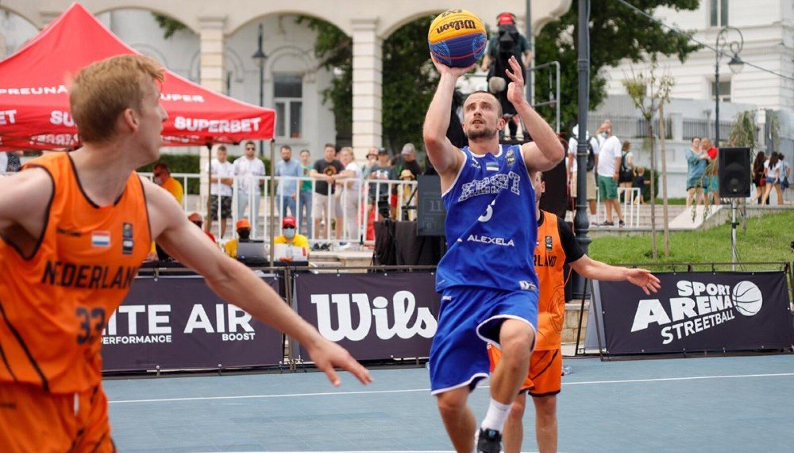 Eesti koondislane Rait-Riivo Laane loodab, et Eesti suudab mängida pingevabalt ja hästi. Samas on ka murekohti.