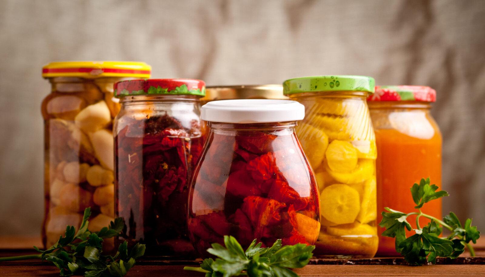 Üsna palju toiduaineid ja kastmeid on saadaval klaaspurkides. Selle asemel, et purgid minema visata saad neid kasutada toidu hoiustamiseks