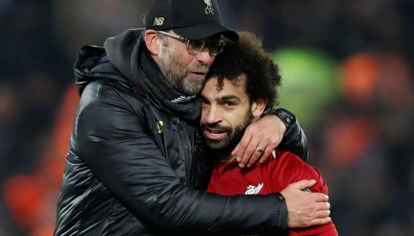 Liverpooli jalgpallitiimi peatreener Jürgen Klopp ja ründetäht Mohamed Salah.