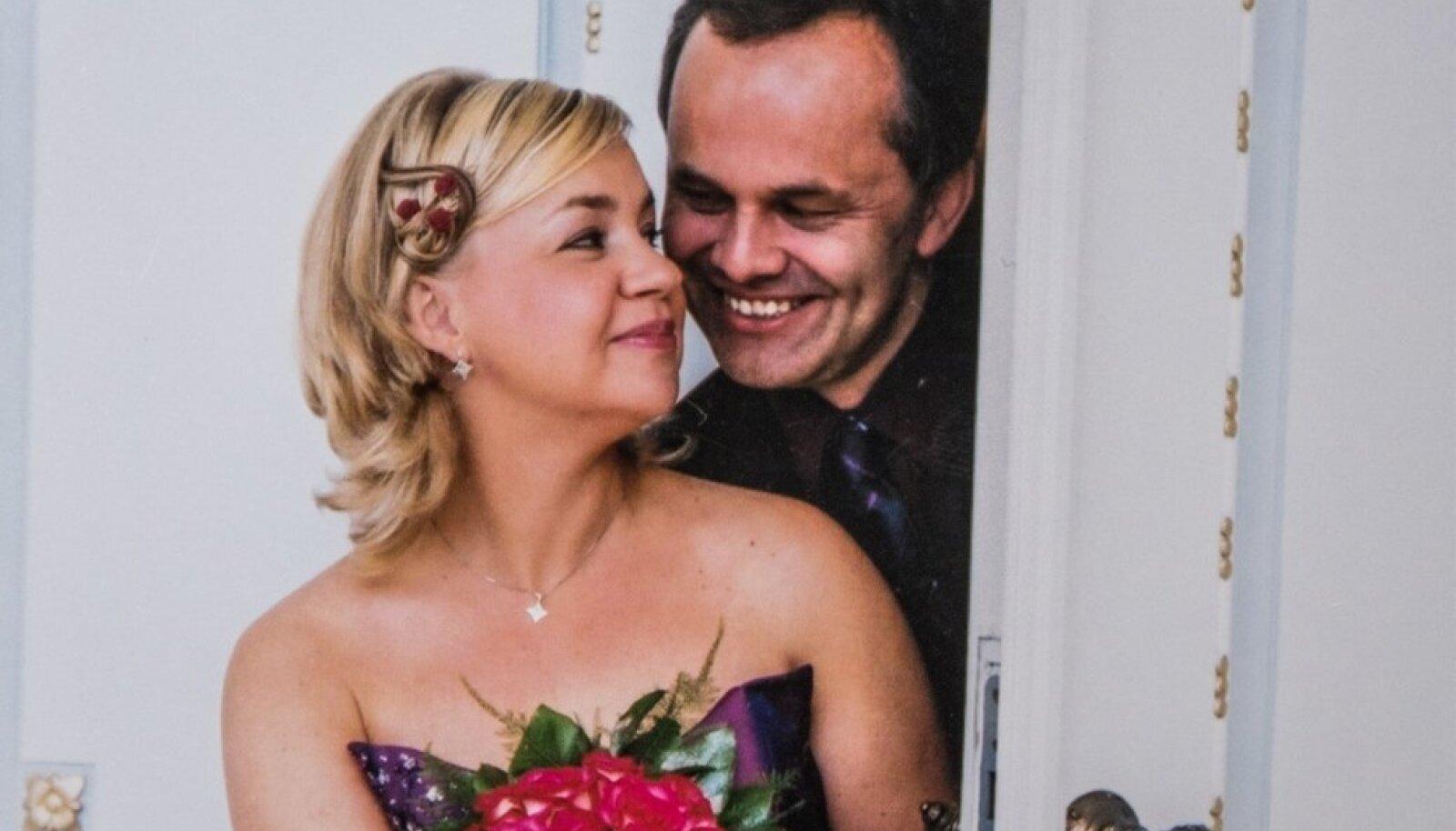 Internetist alguse saanud armastust pühitsesid eestlanna Mailis ja sakslane Gerhard 2004. aastal pulmapeoga.
