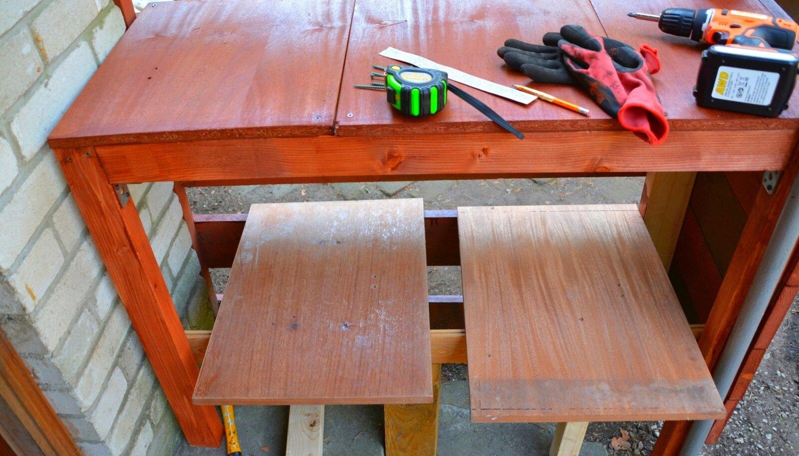 Panipaiga välimise osa valmistamiseks on kasutatud terrassilaudu, sisemus on tehtud vanadest riiulitest.