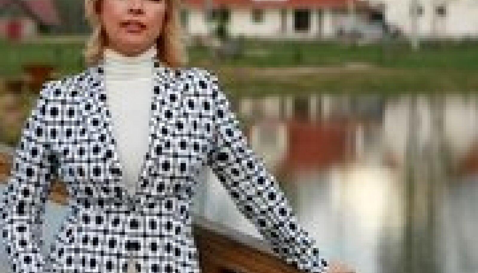 Ärma talu uhkus ja hiilgus: Evelin Ilves poseerimas oma valdustes 2007. aastal. (StanislaV Moshkov / Bravo! / Scanpix)