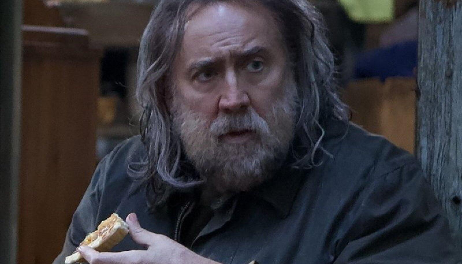 """TRÜHVLISEA OMAPÄRANE OMANIK: Nicolas Cage on """"Põssas"""" habemesse kasvanud ja pikalt pesemata pulstunud juustega erak. See roll mõjub tema puhul isegi omamoodi värskelt."""