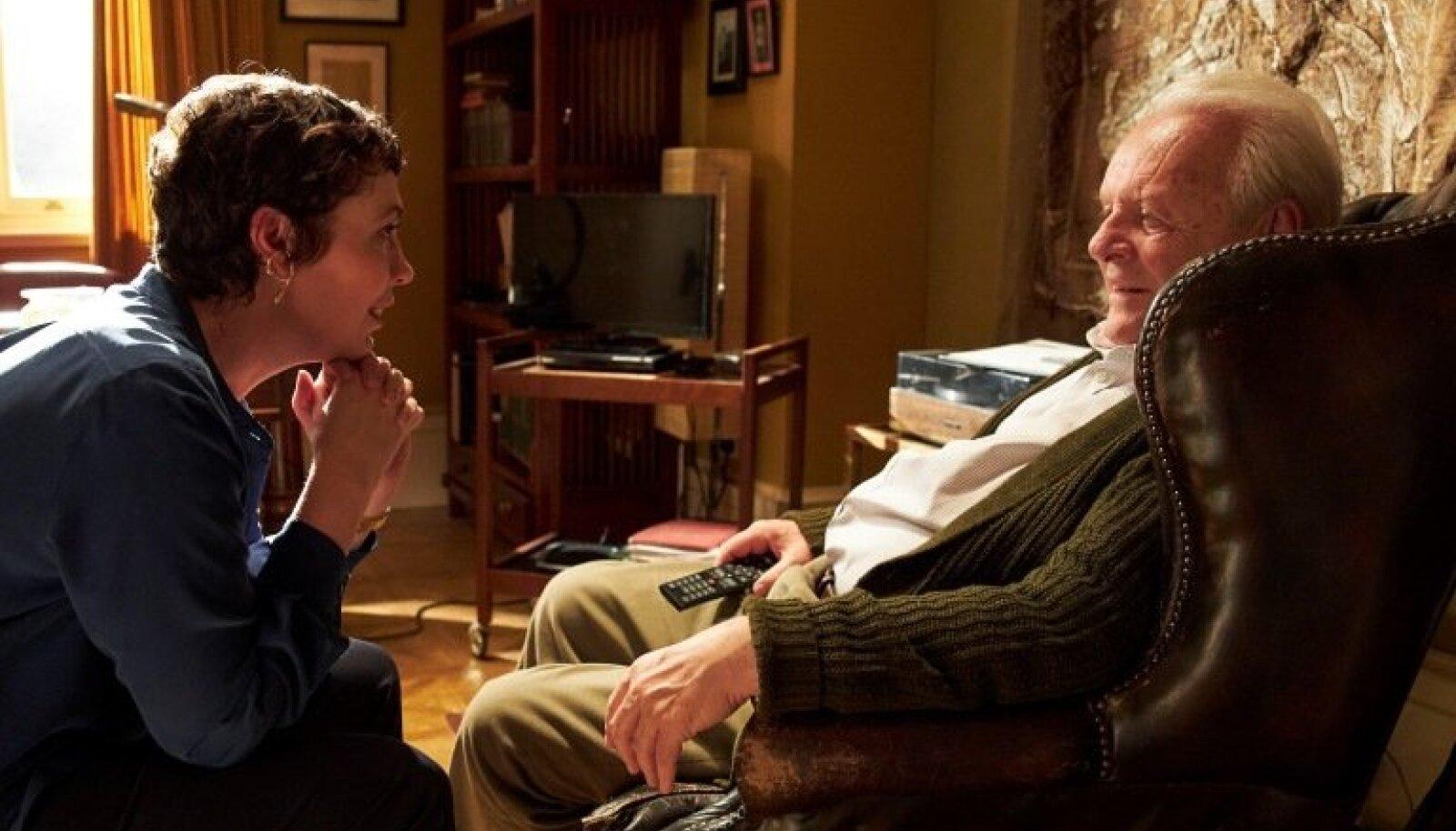 """KULLAPROOVIGA FILM: Parima kohandatud käsikirja ja meespeaosatäitja Oscaritega pärjatud """"Isa"""" viib vaataja tundeküllasele rännakule eluõhtut veetva mehe hääbuvasse siseilma. Isa ja tütre rollides Anthony Hopkins ja Olivia Colman."""