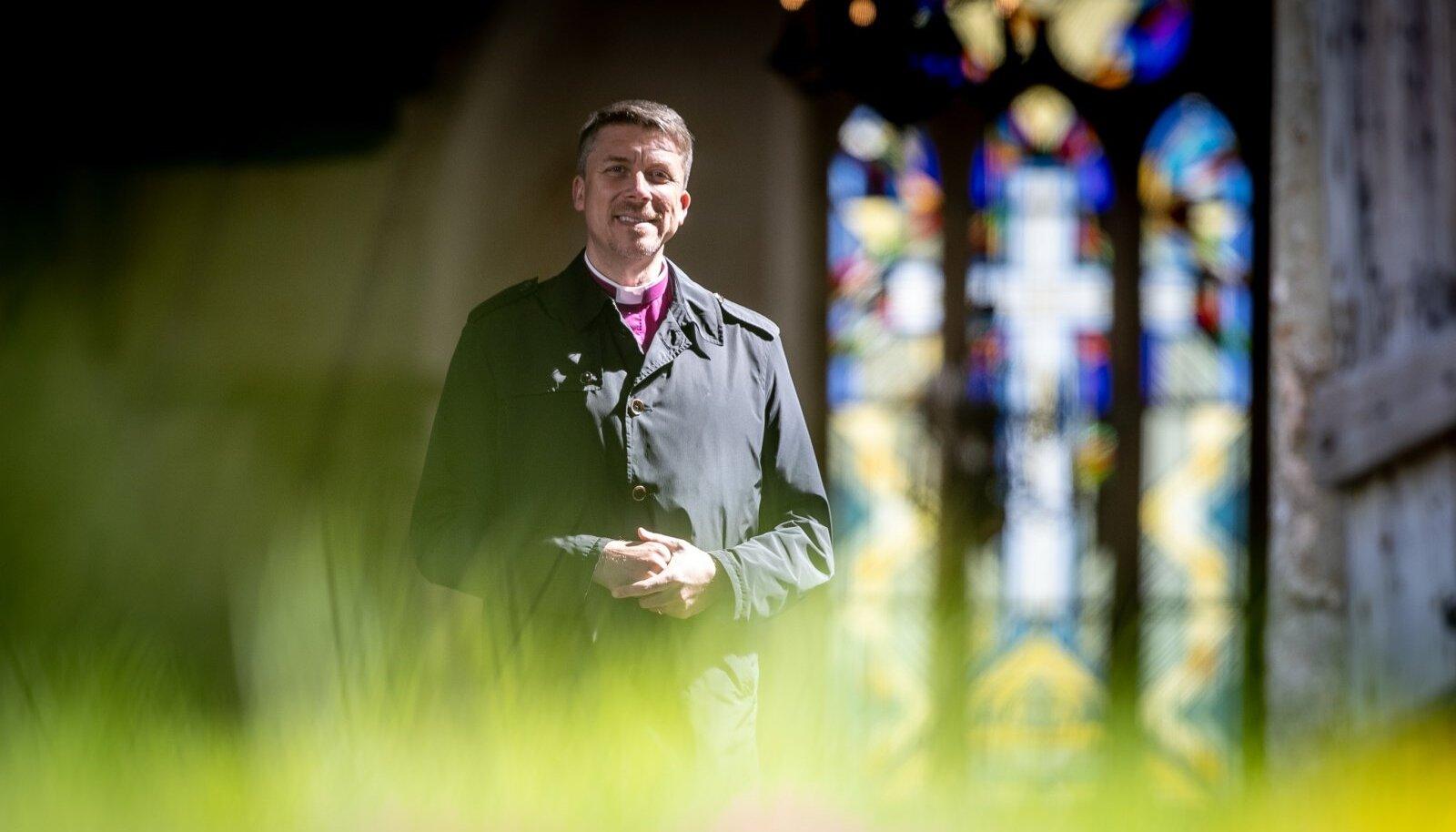 Urmas Viilma arvas usuteaduse instituuti astudes, et vaimuliku amet ja aktiivne poliitika ei sobi omavahel kokku. Nüüd on tema seisukoht risti vastupidine.
