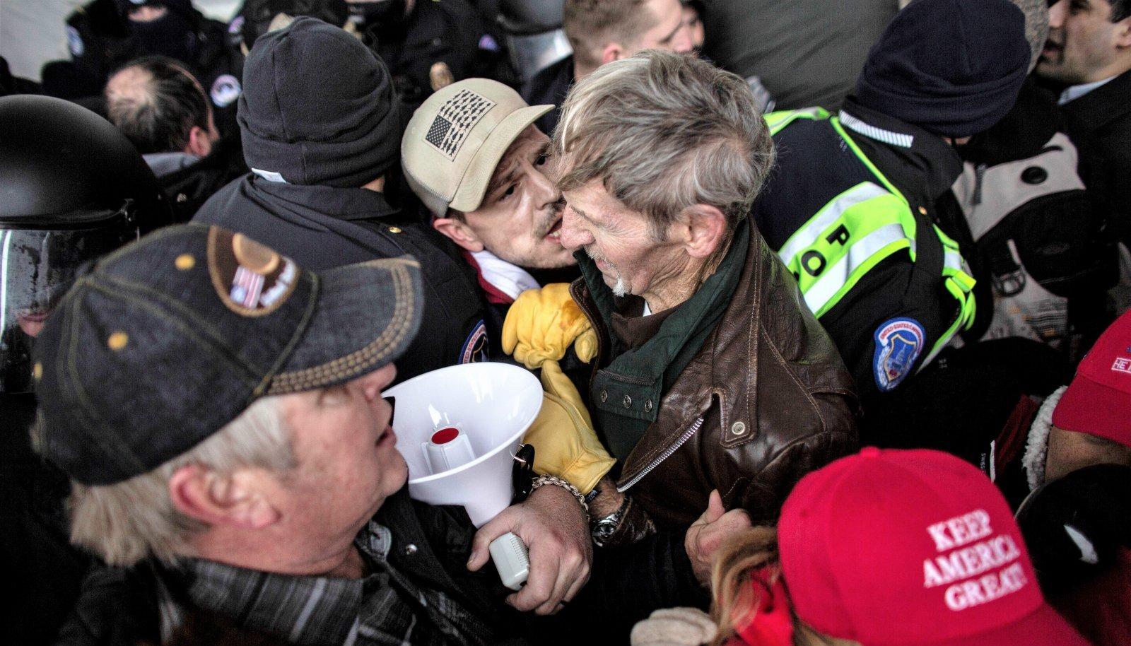 PÄEV, MIS MUUTIS AMEERIKAT: Kokkupõrge Trumpi toetajate ja korrakaitsjate vahel.