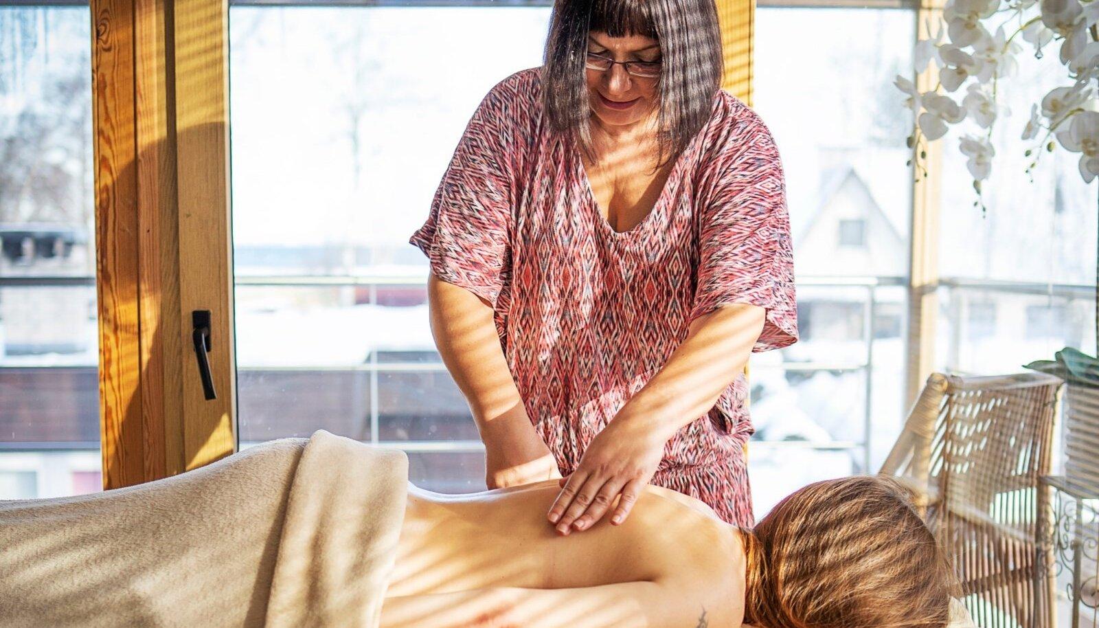 Terapeut Maivi Talvingu sõnul ei ole MER passiivne massaaž, vaid teadlik osalemine kehatöös, mille puhul tuleb olla valmis ka kergeteks valuaistinguteks.