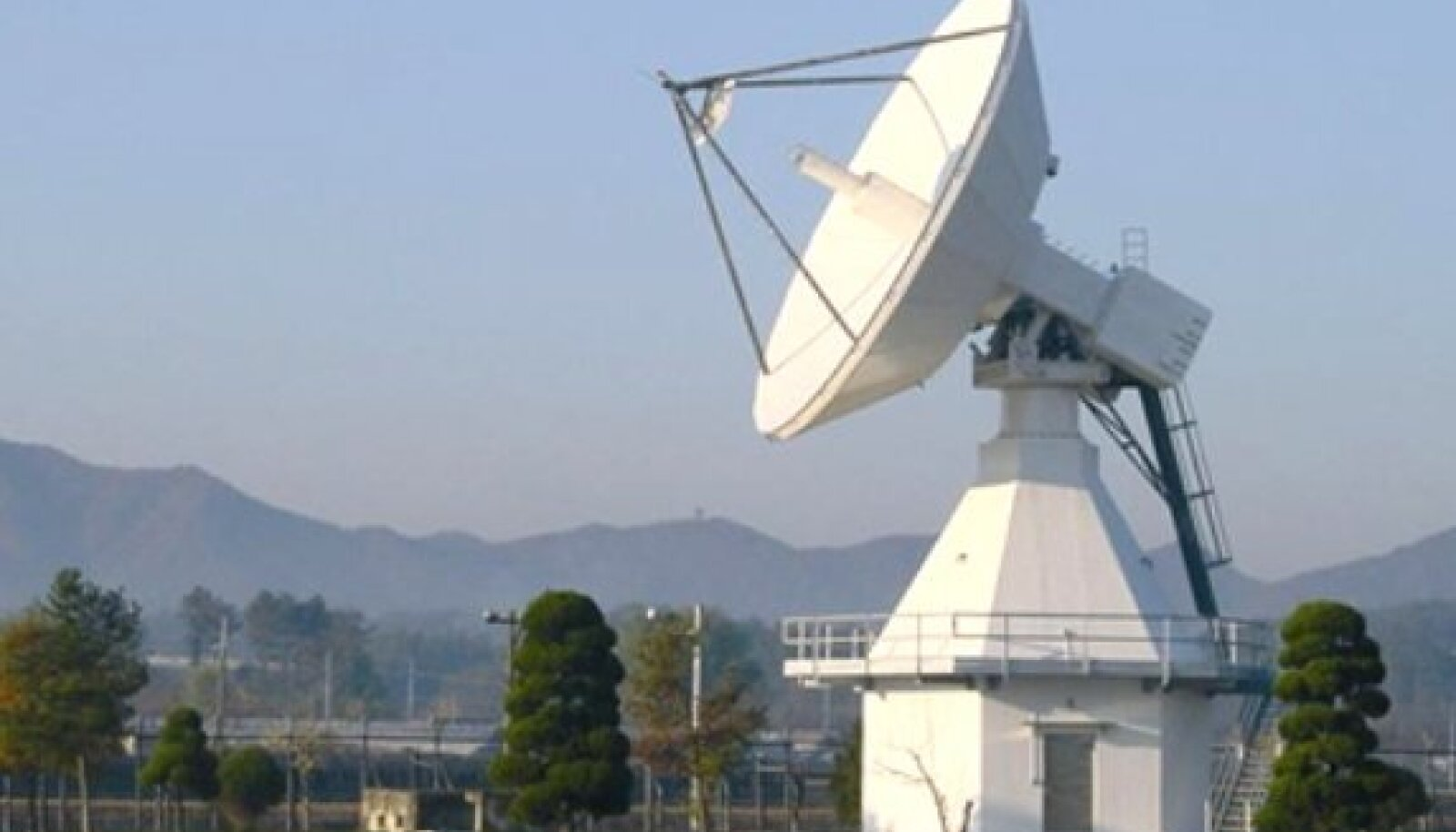 11,2 m Full Motion Antenna (täispööratav antenn) Koreas.