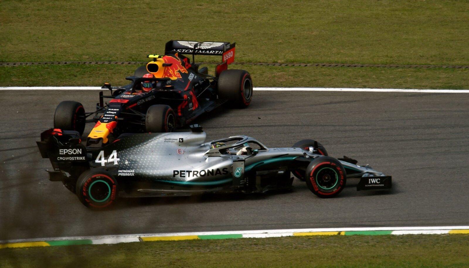 Hetk pärast Lewis Hamiltoni ja Alexander Alboni kokkupõrget.