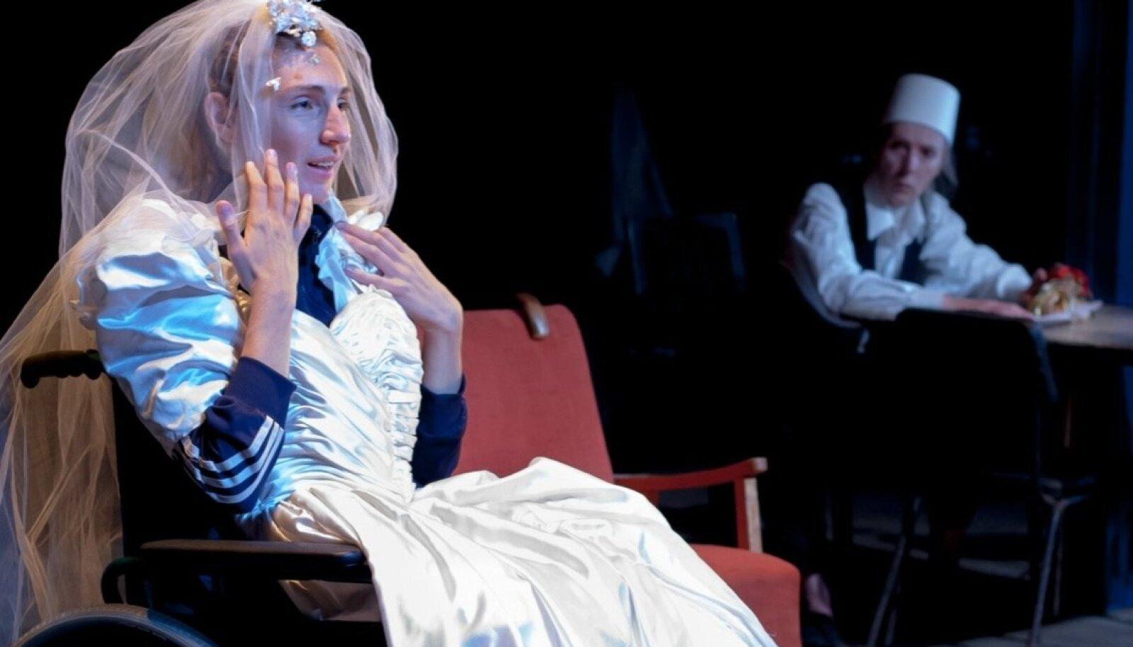 """Riina Maidre ja Kaie Mihkelson kandideerivad """"Vannutatud neitsides"""" tehtud rollide eest preemiale."""