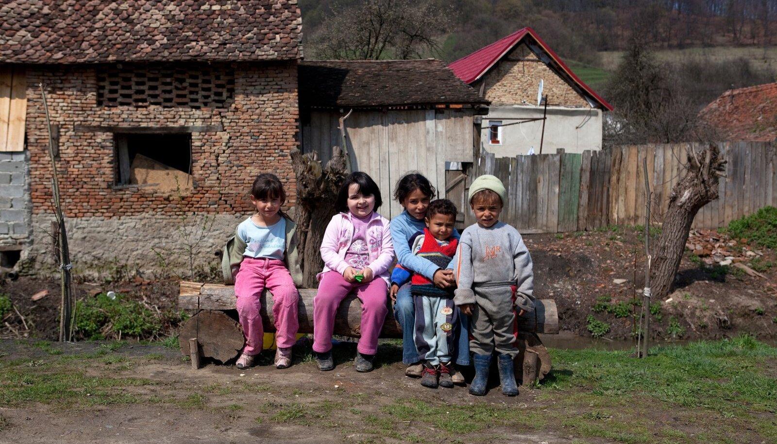 Paljudes Kesk-Euroopa riikides elab roma vähemus. Pildil Moldova roma lapsed