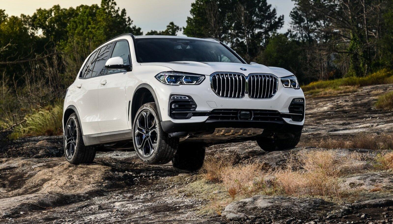Kõik head sõiduomadused on uuel BMW X5-l olemas. Seda võib endiselt nimetada luksusmaasturite maanteesõidu kuningaks, kuid nüüd saab see esimest korda hakkama ka maastikul.