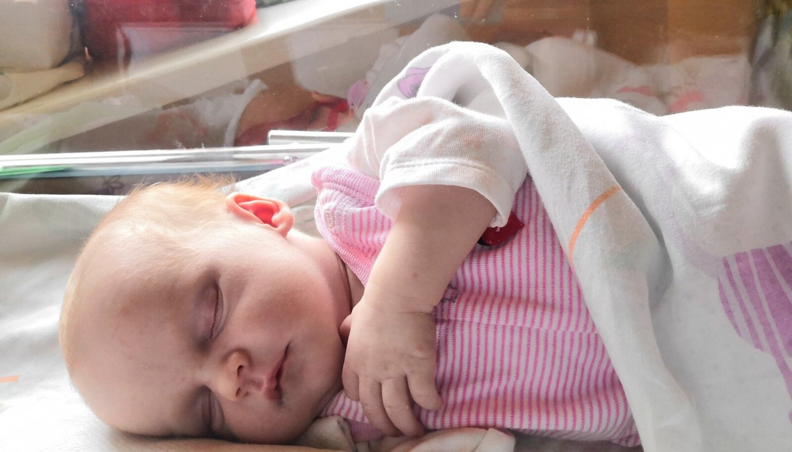 Kaks tundi pärast sünnitust palatis narkoosist toibudes kuulsin, et Laura Lizell on 49 cm pikk ja kaalub 3204 g.