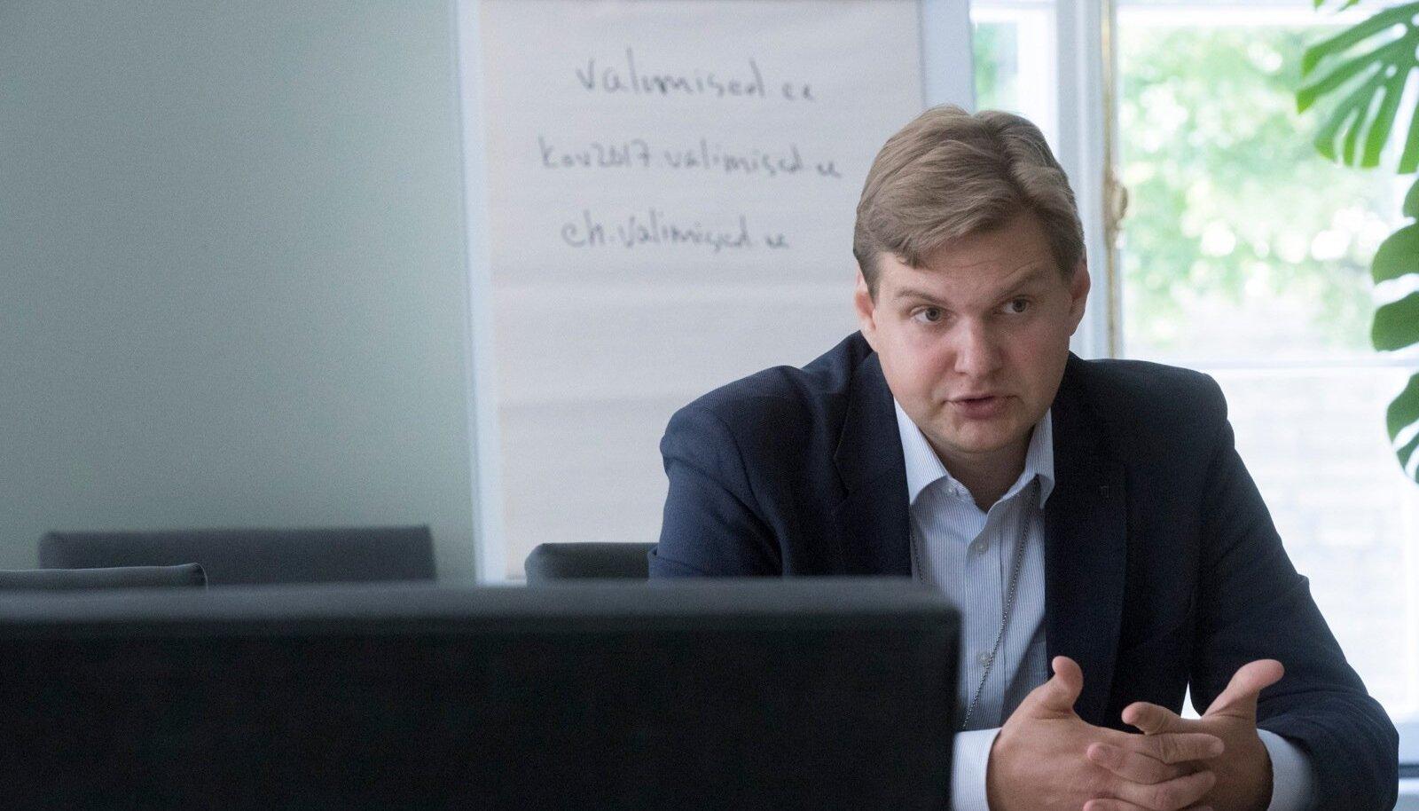 Valimisteenistuse juht Priit Vinkel on valmis korraldama erakorralisi valimisi.