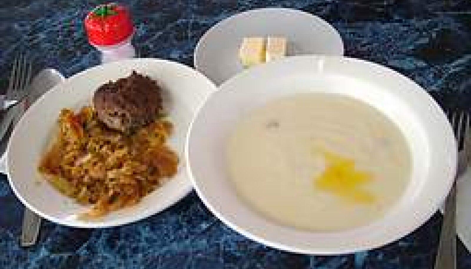 Sööklanostalgia: Riisipuder paari rosinaga, hapukapsas kotletiga ja must tee. KADRI KÕUSAAR
