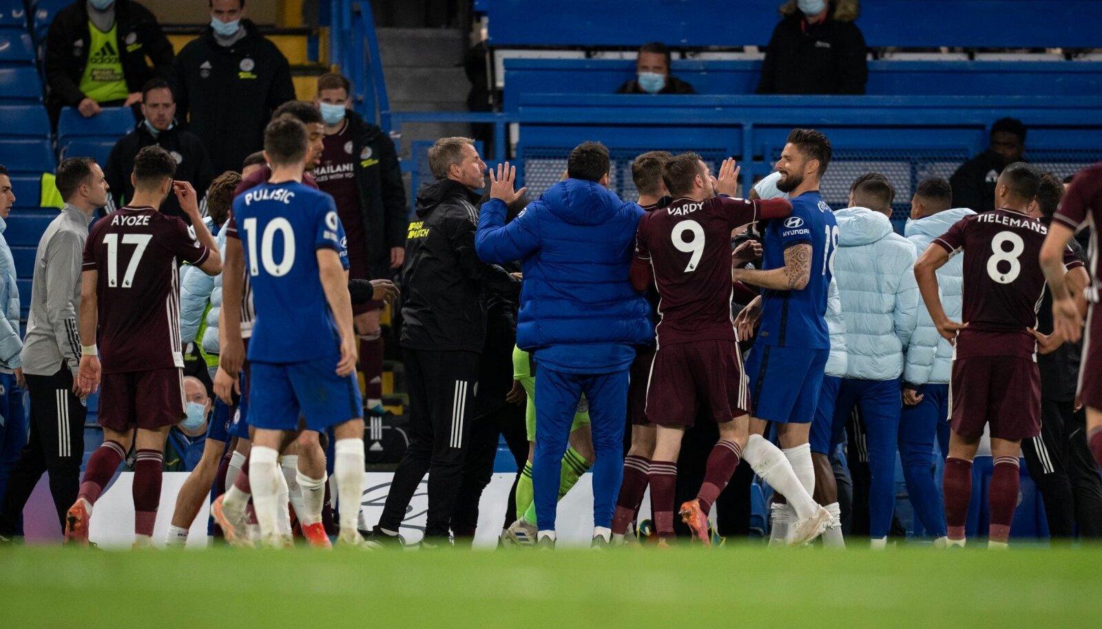 Rüselus Londoni Chelsea (sinises) ja Leicester City mängijate vahel.
