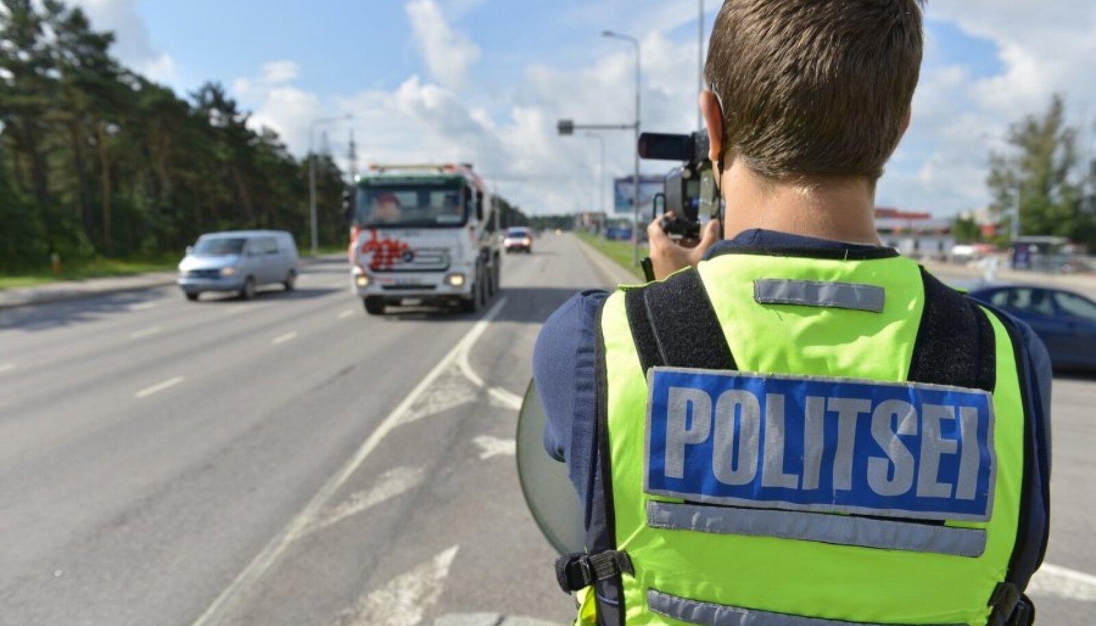 Politsei kiirust mõõtmas