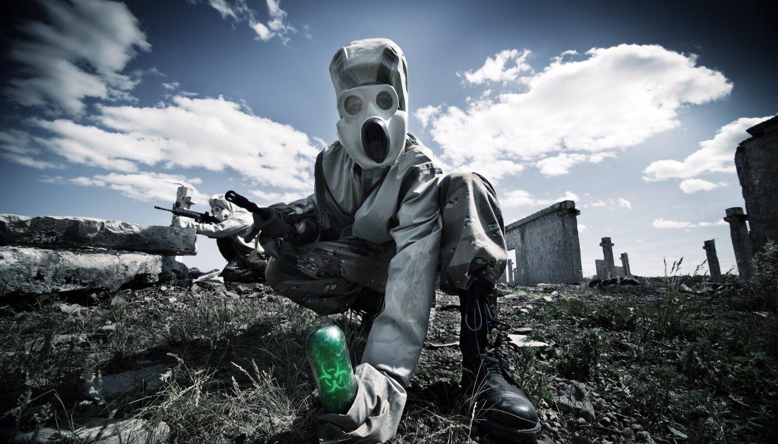 RELVAD EI TAPA, TAPAVAD INIMESED: Nii kõlab vana militaartarkus. Bioloogilise relva puhul see ei kehti. Vallapäästetud viirus ei vaja enam inimese osalust.