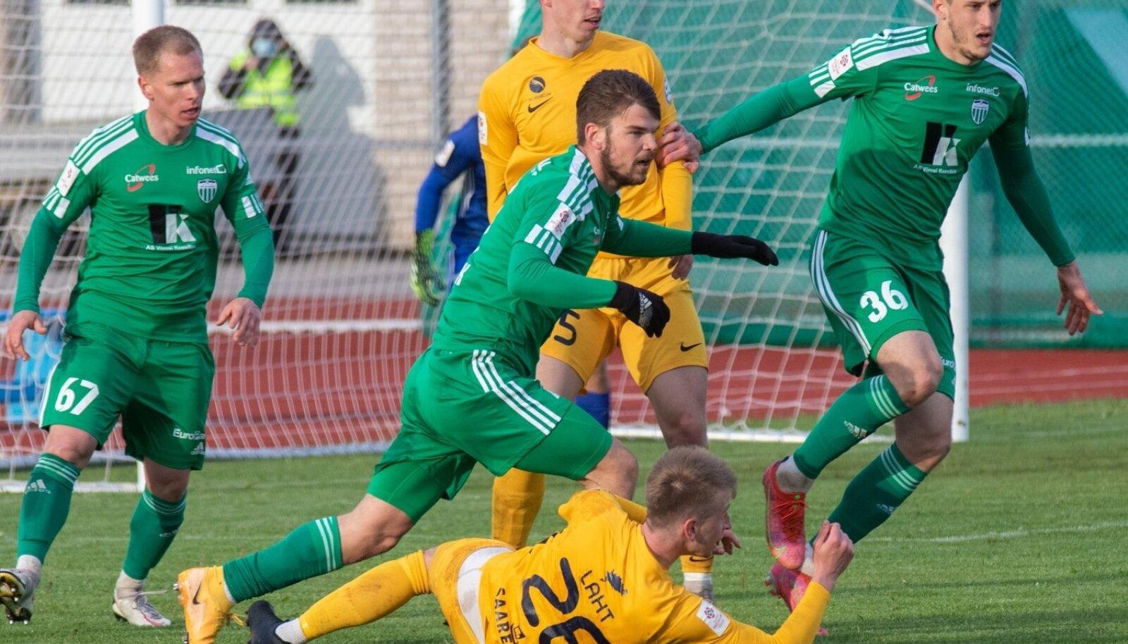 FCI Levadia (rohelises) teenis FC Kuressaare vastu võidu.