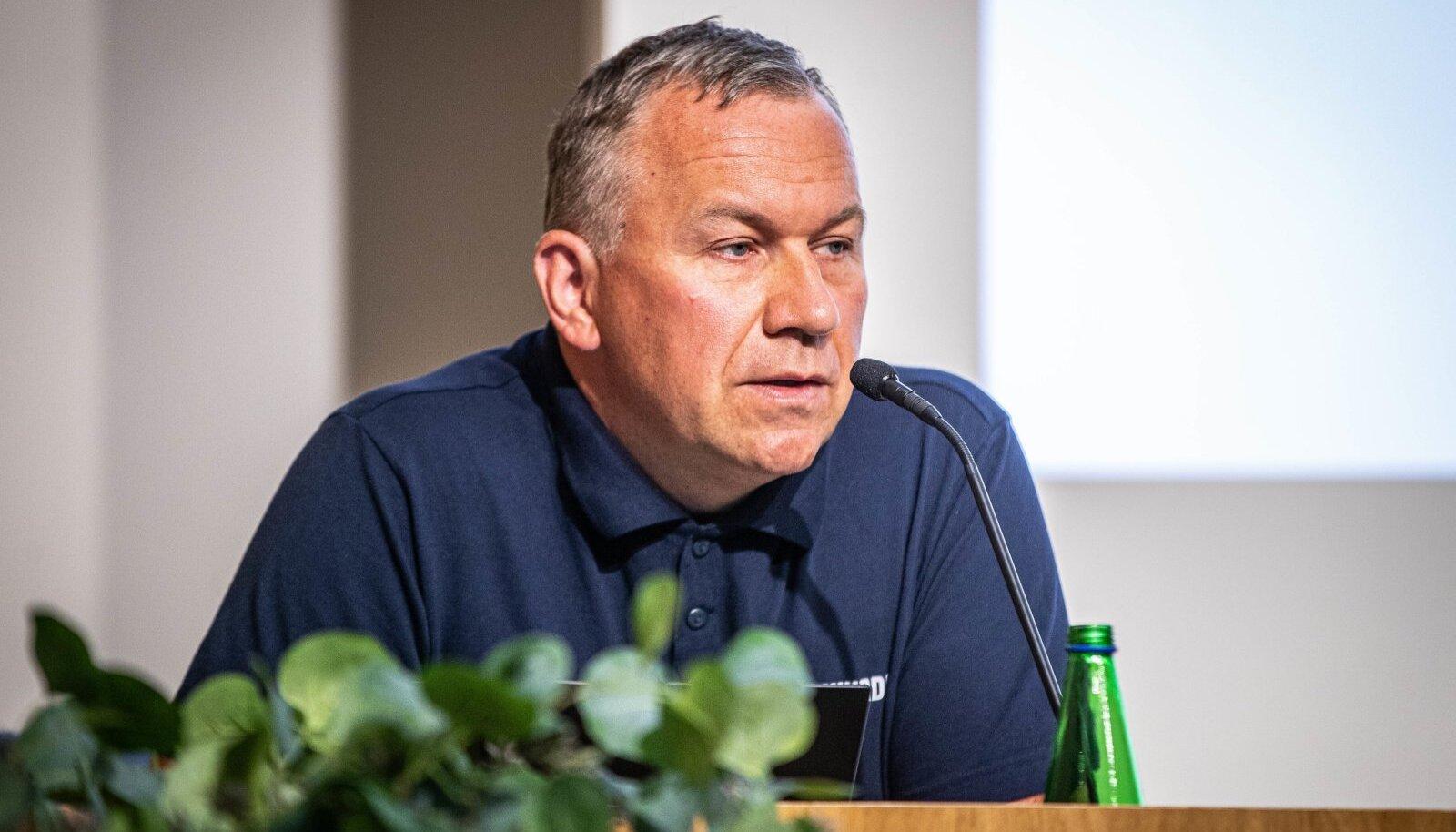 Rene Arikas kinnitab, et kõrgtasemel seadmetega ei suudetud tuvastada, et laeva vööriramp oleks tulnud eest ära inimtegevuse tõttu.