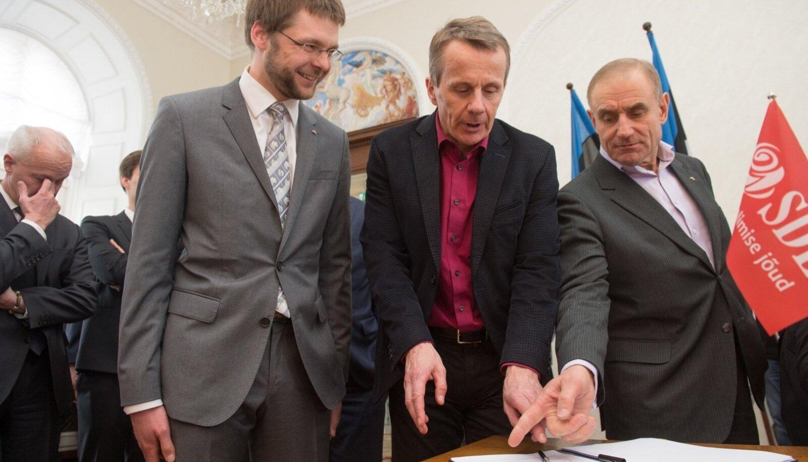 Jevgeni Ossinovski ja Jürgen Ligi koalitsoonileppe allakirjutamisel