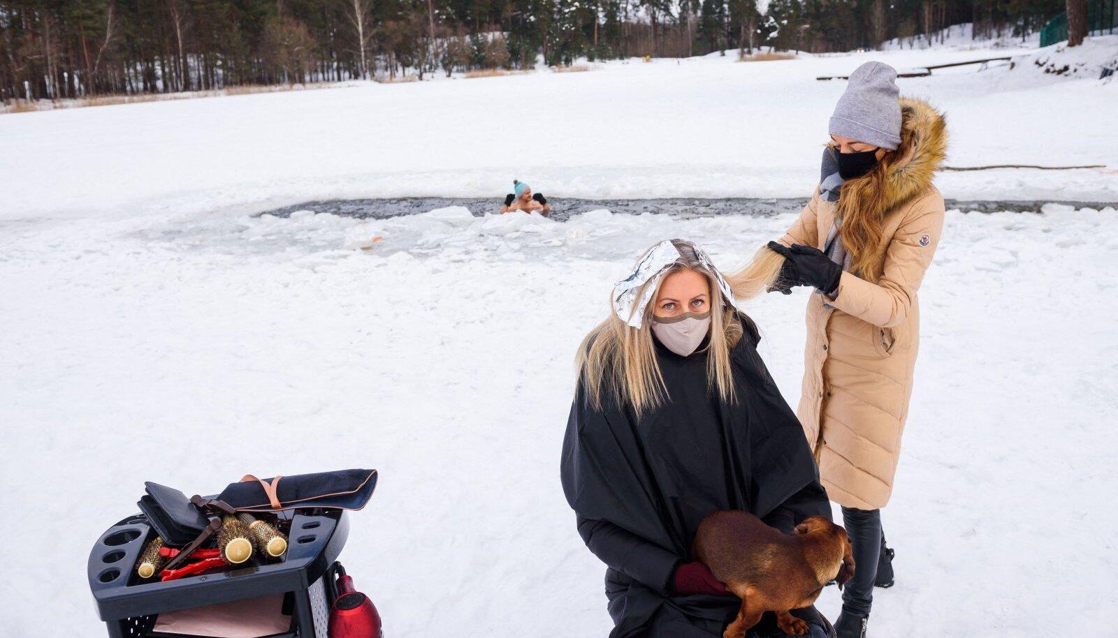 Juuksurid asusid protestiks oma teenuseid osutama lumistes metsades või järvejääl