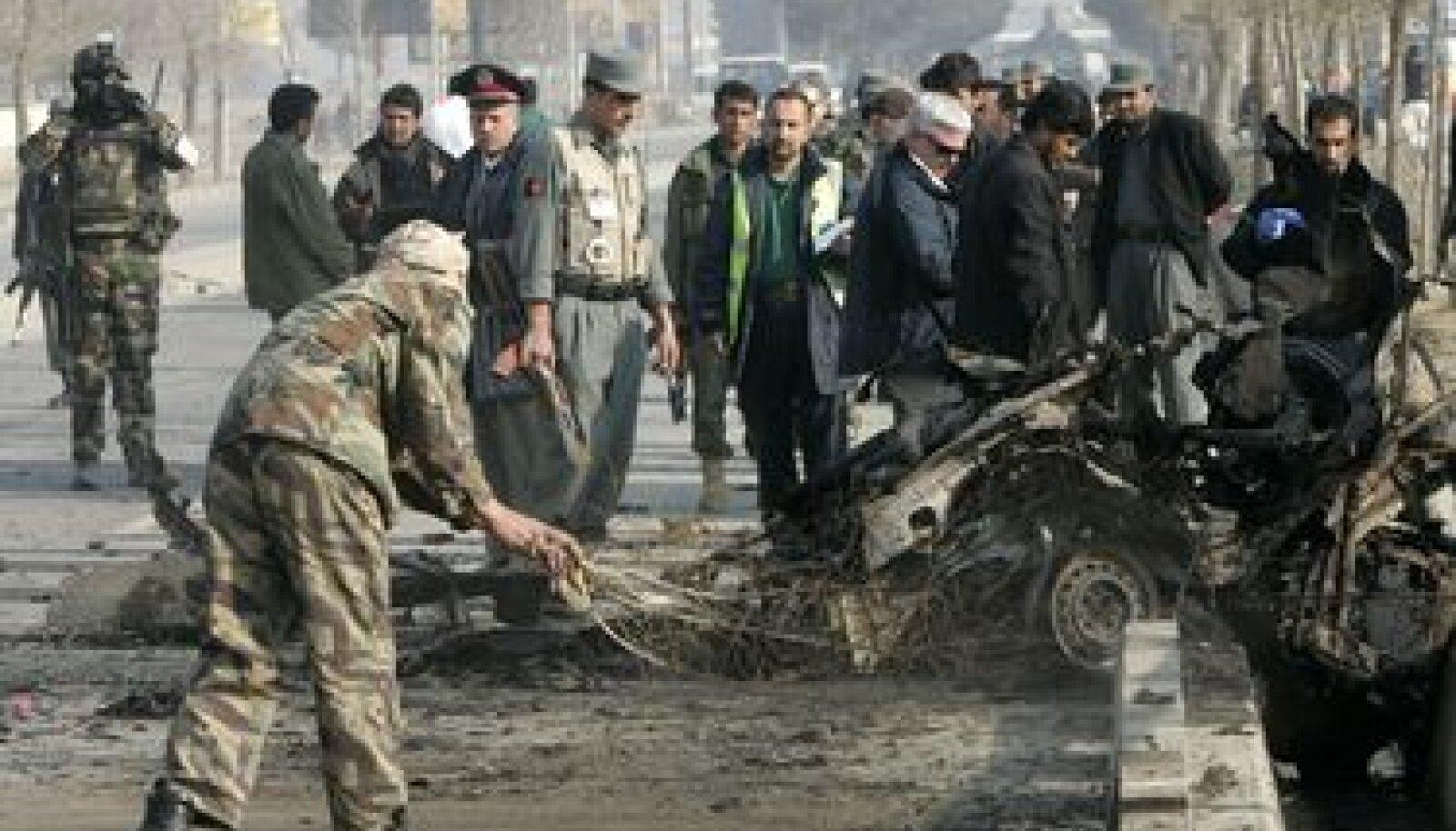 Kabulis toimunud enesetaputerroristi auto jäänused
