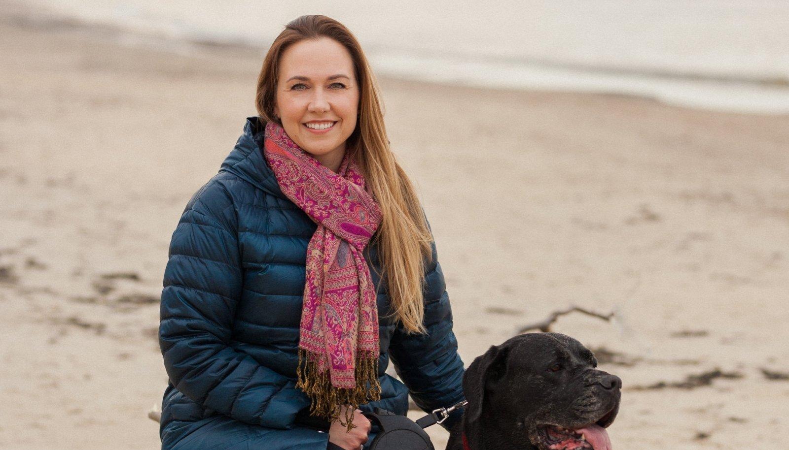 Liis koos oma koera Chicaga rannas, kus rästik naist hammustas.