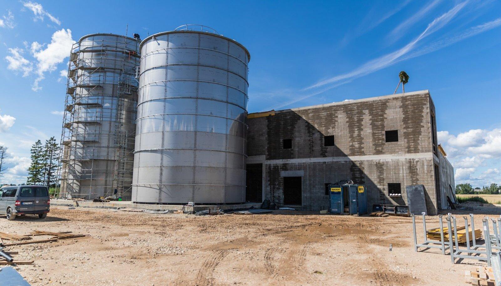 Estoveri piimatööstus sai PRIA-lt investeeringuteks 800 000 eurot. Eelmisel sügisel peeti ettevõtte uues biogaasijaamas sarikapidu.