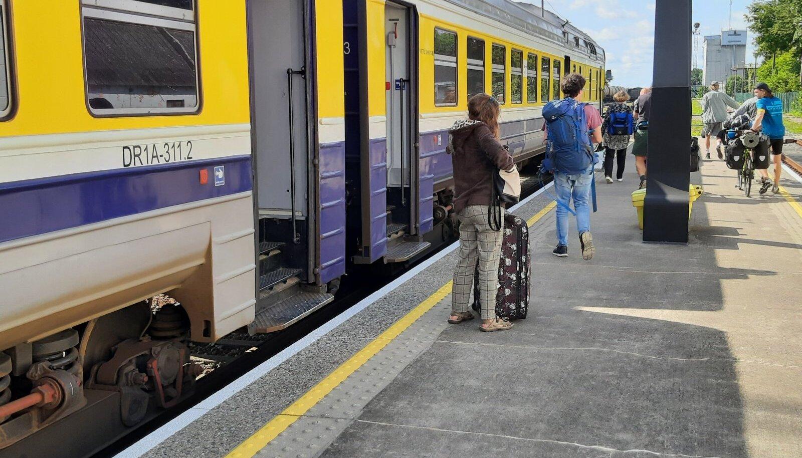 Riia rong on saabunud Valga raudteejaama