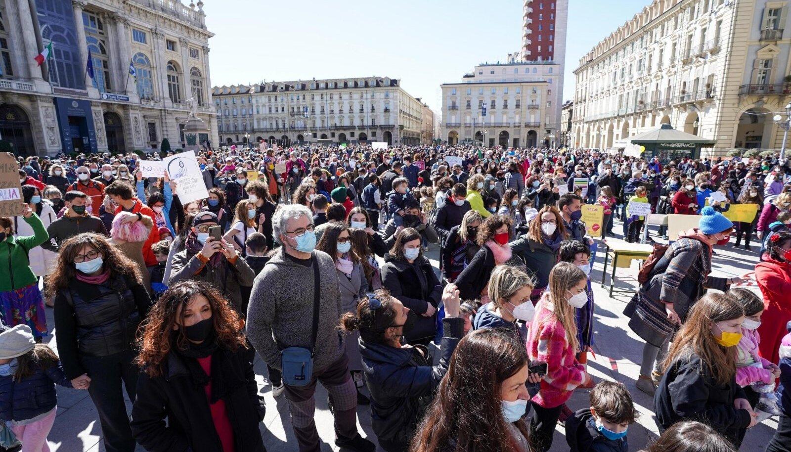 Märtsis protestiti Torinos distantsõppe vastu