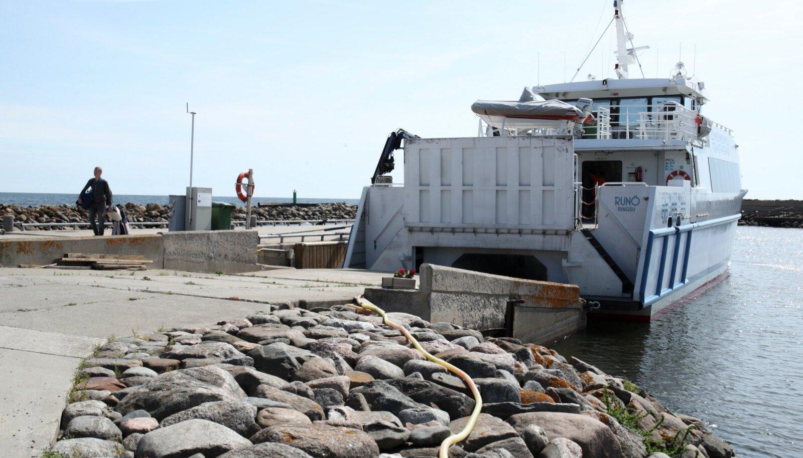 Ruhnu on suvel populaarne sihtkoht, ent laevaliiklus saare vahet on paras õnnemäng. Toimib või ei toimi.