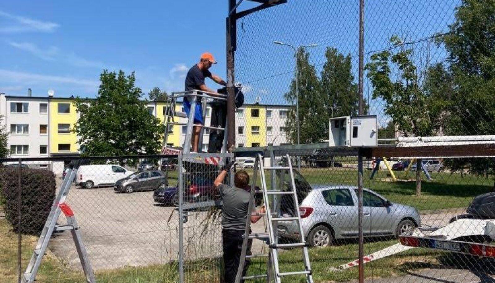 Sauga päikeseenergia toel töötav väljak.