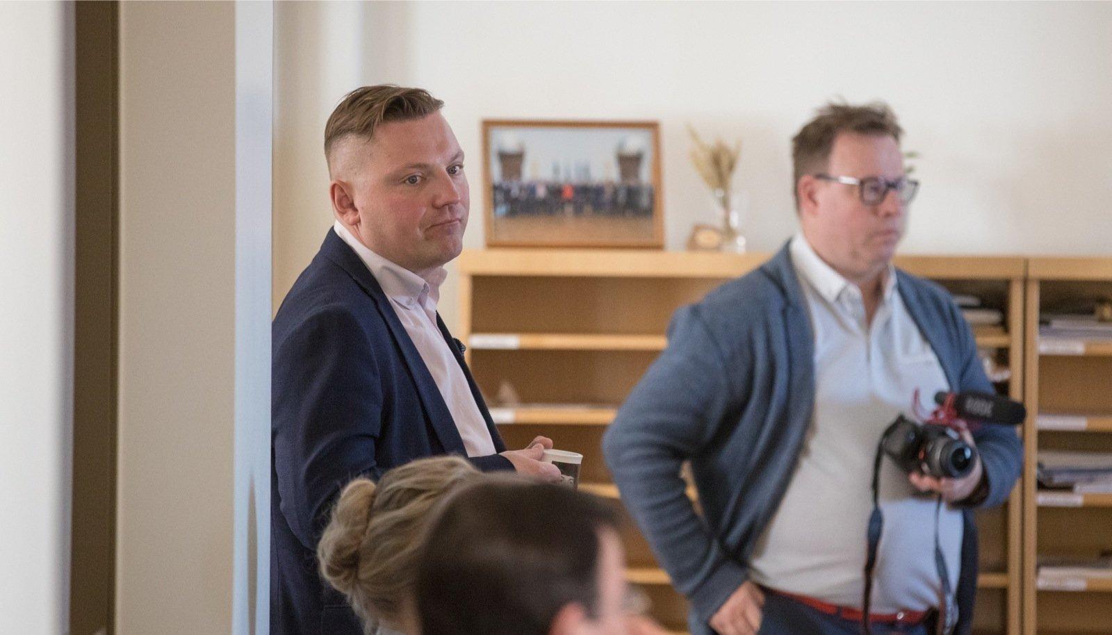 Deniss Boroditš (vasakul) peab 4. augustiks otsustama, kas ta taastab oma volitused Tallinna linnavolikogus samal ajal, kui ta TLT juhina tööle asub.