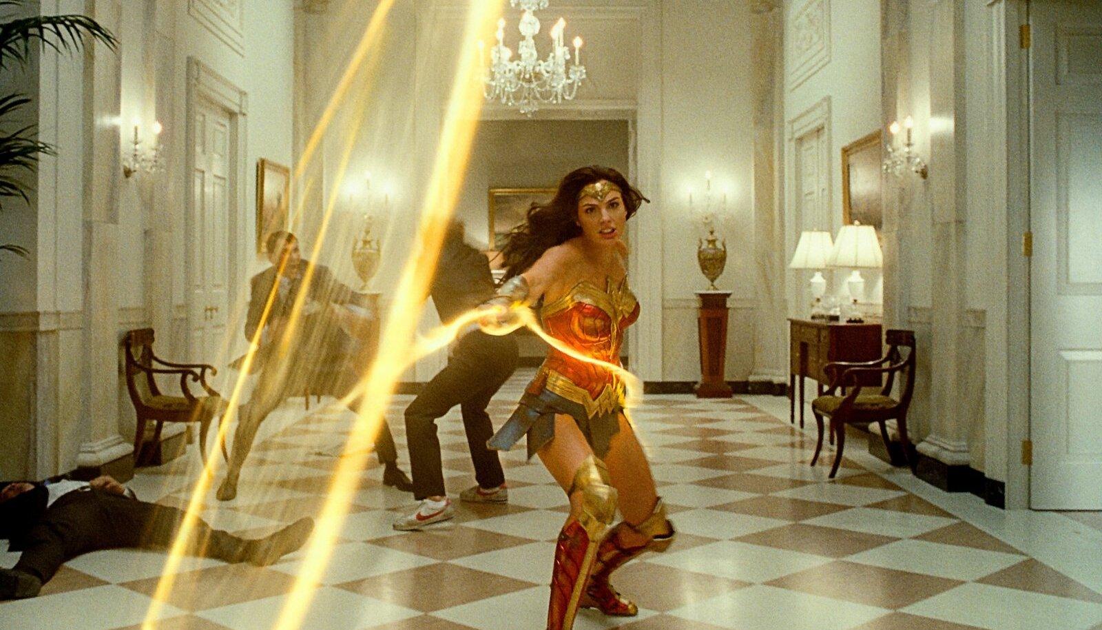 """""""WONDER WOMAN 1984"""": Näitlejad pingutavad kõigest hingest, aga neil pole materjali, millega töötada, ja ühtekokku on see üks paras segapuder. Wonder Womani rollis Gal Gadot (pildil)."""