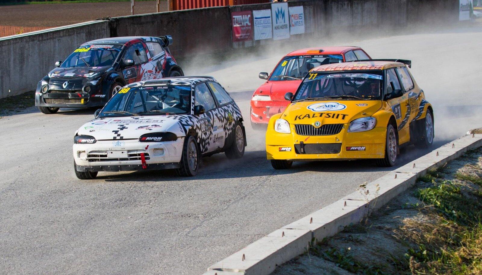 Arvo Kask (nr 11) võitis eelviimasel etapil klassi Super1600 klassi ning tagas sellega ka rallikrossi Eesti meistritiitli.