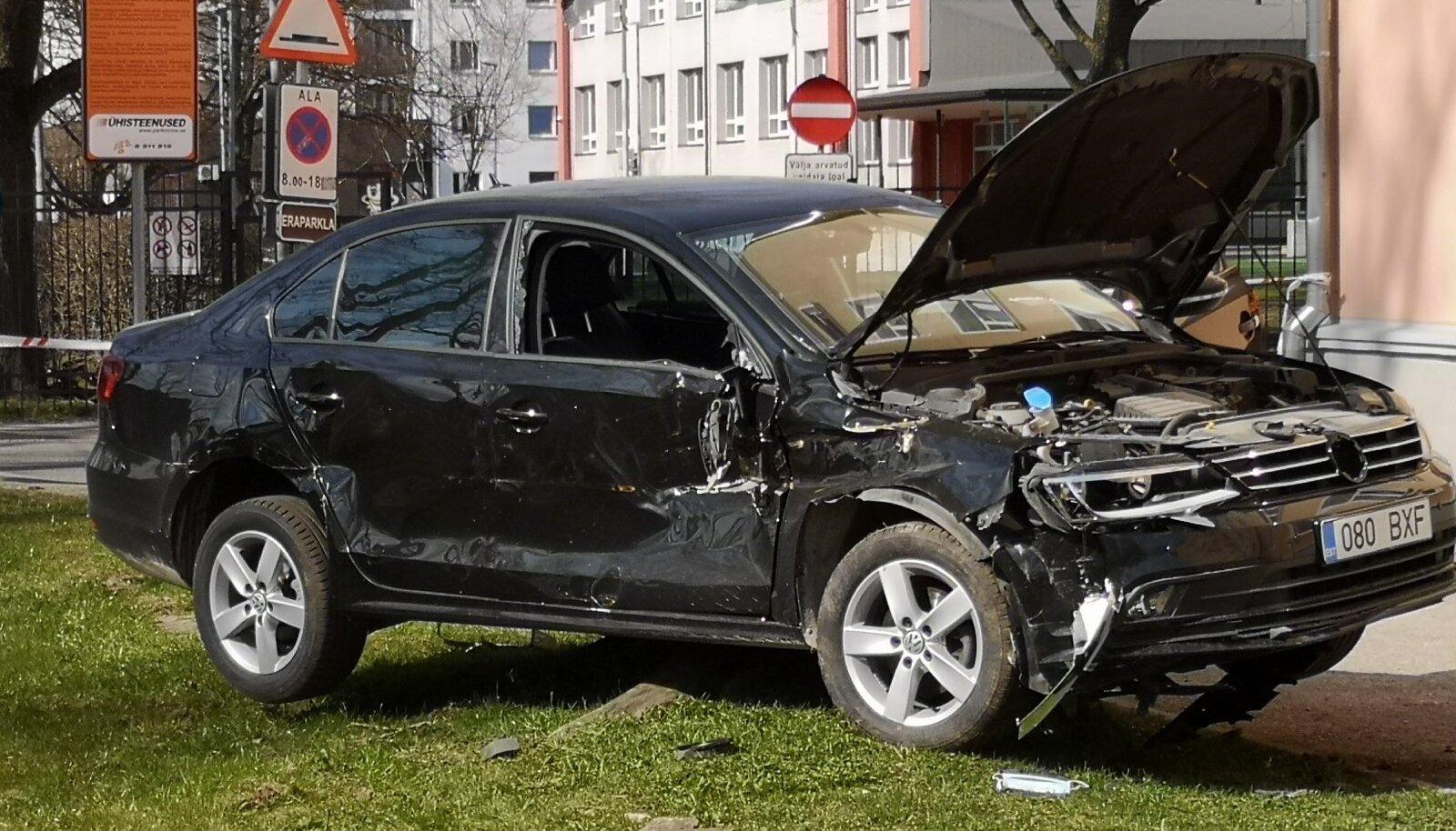 Trammi ja auto kokkupõrge Koplis 21.04.2021