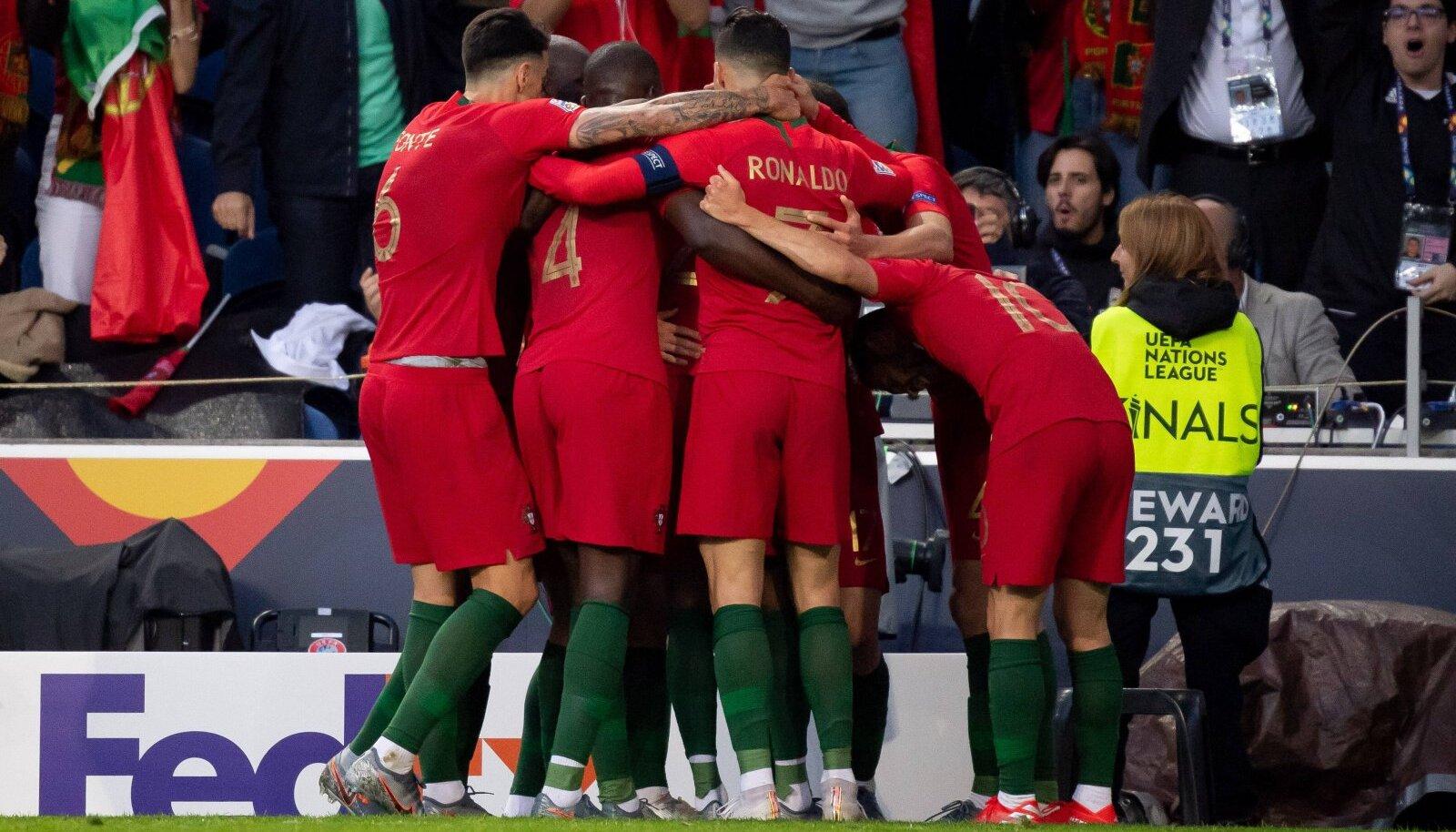 Portugali koondis väravat tähistamas