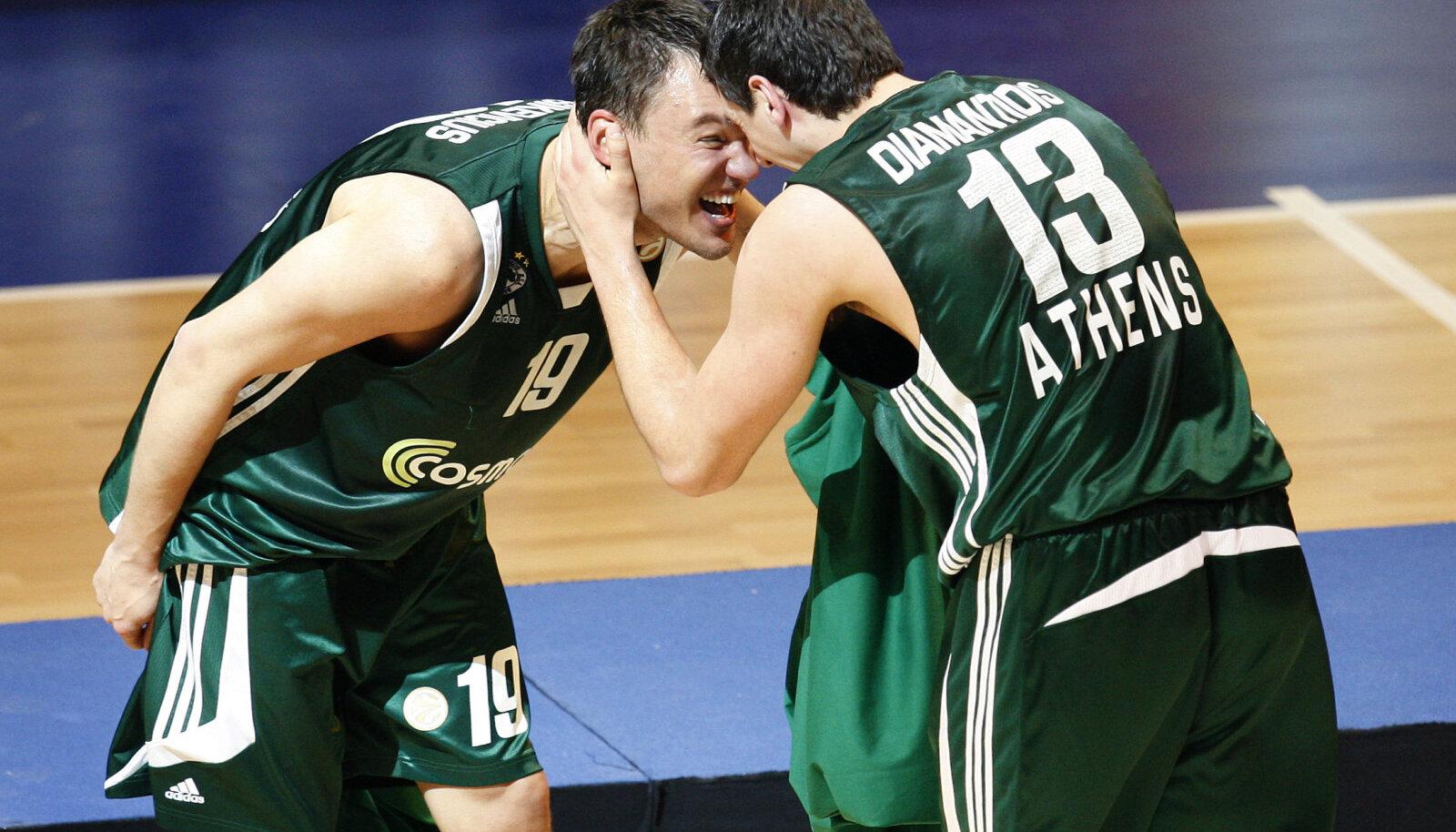Šarunas Jasikevicius (vasakul) ja Dimitris Diamantidis pärast 2009. aasta Euroliiga tiitli võitmist.