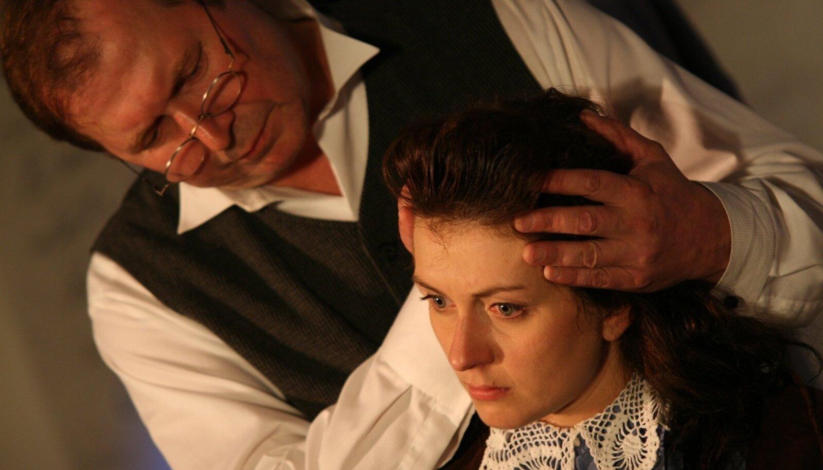 """Rakvere Teatri näitleja Peeter Rästas, kes mängib lavastuses """"Maailma otsas"""" Ülot."""