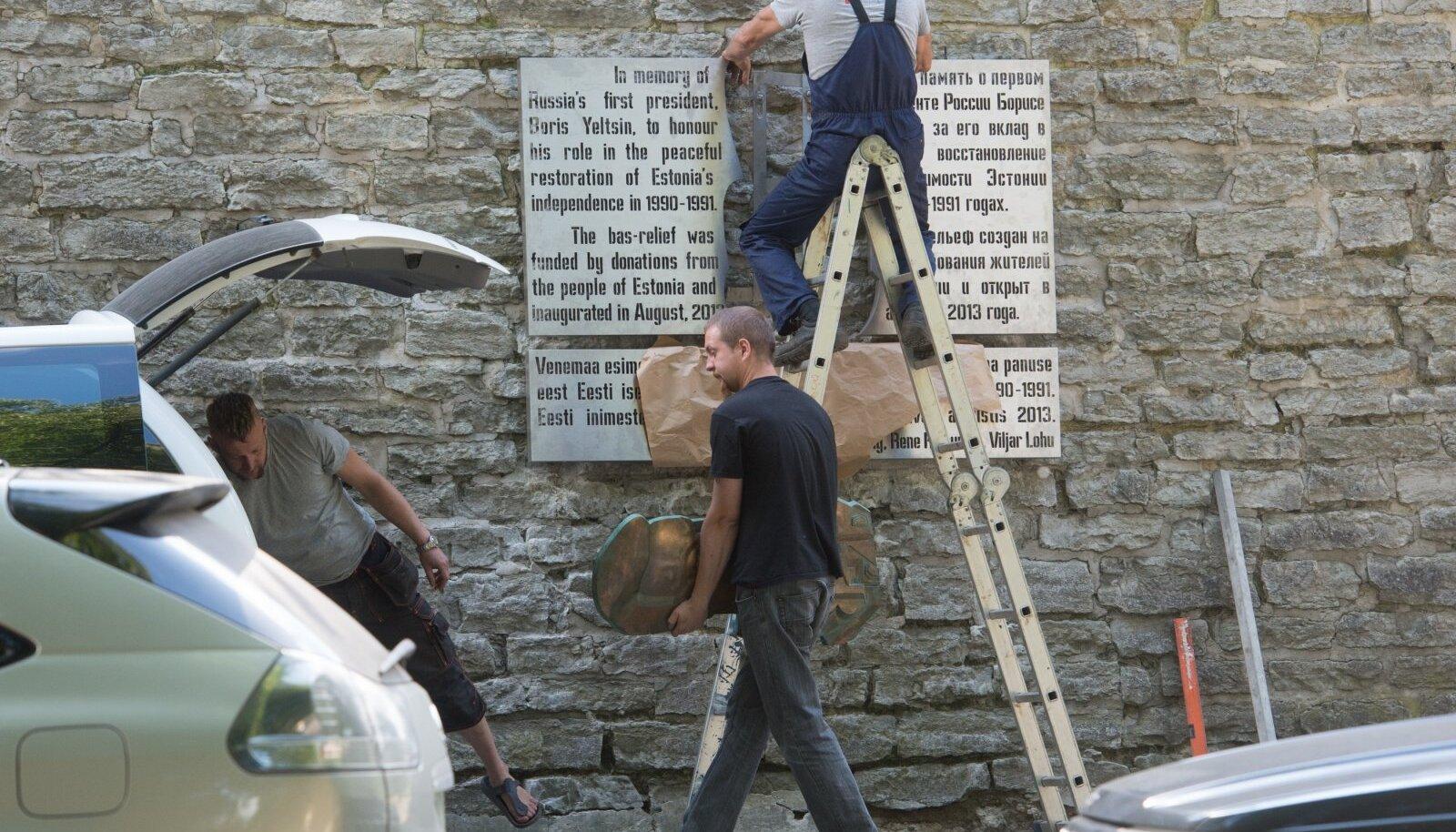 Boriss Jeltsini bareljeef Patkuli trepi juures Nunne tänava alguses. Autor René Reinumäe