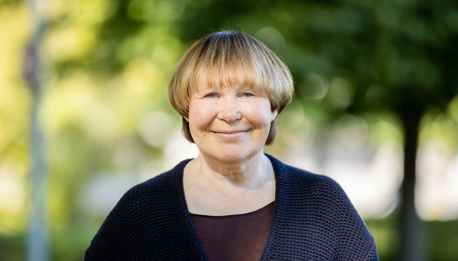 Viivi Luik on saanud nii palju kirjanduspreemiaid, et kõiki ei mahu lehte kirja pannagi.